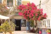 Winkeltje op het eiland Milos, vakantie Griekse Cycladen