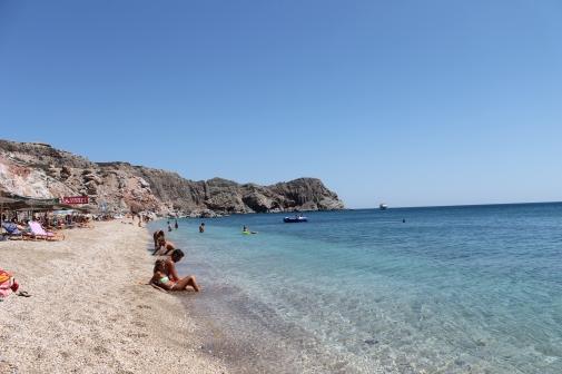 Prachtig zandstrand op Milos, ideaal voor een vakantie met het hele gezin. Vakantie Milos, een van de mooiste eilanden van Griekenland.