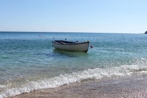 Ag Kyriaki, een prachtig zandstrand op het eiland MIlos. Vakantie Griekse Cycladen