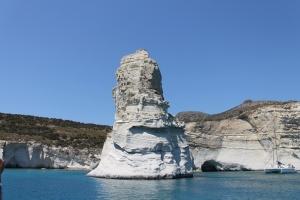Puimsteen, prachtige witte rotsen. Te zien vanaf de boot, tour Milos Griekse Cycladen.