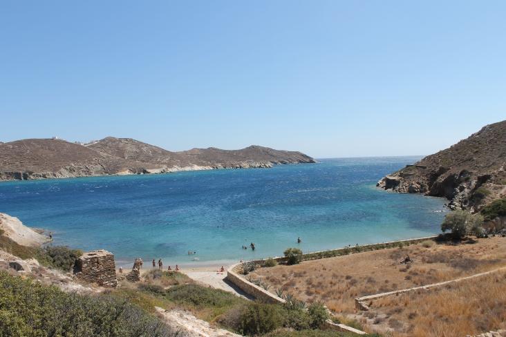 Baai op Ios. Vakantie op het Griekse eiland Ios