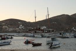 Haven op Ios by night. Vakantie Griekse Cycladen