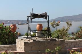 uitzicht vanaf apartementencomplex milos vakantie zon zee strand