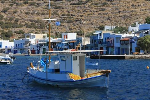 bootjes in haven Milos zonvakantie