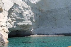 witte rotsen Milos zonvakantie boeken