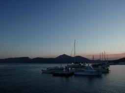 milos zonsondergang haven zonvakantie