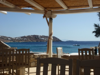 restaurant-aan-strand-heerlijke-traditionele-griekse-hapjes