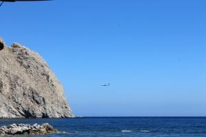 uitzicht vanaf het zwarte strand - zonvakantie Santorini Griekenland