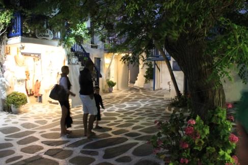 Winkelen in de kleine straatjes van Mykonos