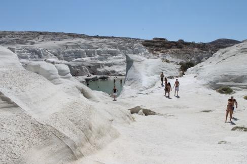 Witte puimsteenrotsen op Milos - zonvakantie Griekenland