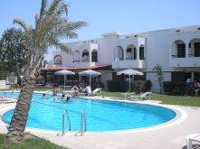 mooi-hostel-griekenland-zonvakantie-zon-zee-strand-zwembad