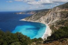 Myrtos_Beach,_Kefalonia. zonvakantie boeken