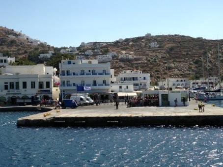 haventje op ios griekenland, lekker eten en genieten van het uitzicht