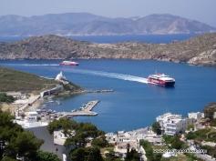 ios-panorama-ferry-zonvakantie eiland griekenland
