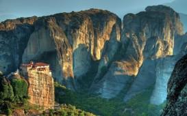 monastery-mountains-cliff-meteora-greece-nature-vakantie
