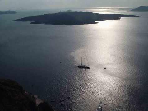 vulkanen santorini griekenland ferry