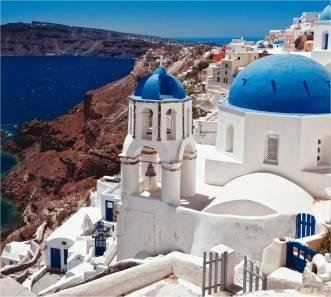 witte huizen met blauwe koepeldaken - zonvakantie griekenland