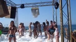 schuim party strand kreta zonvakantie