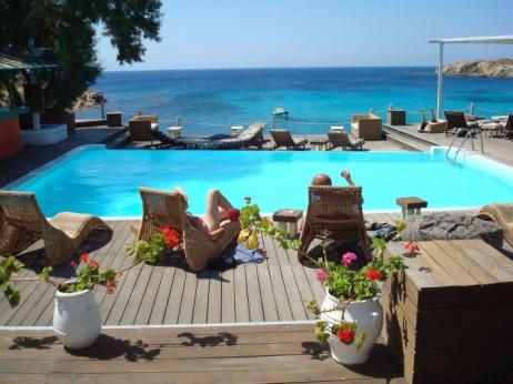 griekenland-zonvakantie-zee- met zwembad