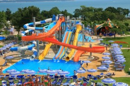 aquapark familie gezin vakantie griekenland