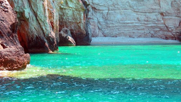 rotsen en zee strandvakantie griekenland